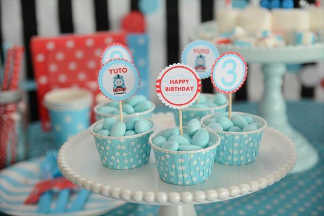 トーマスの誕生日パーティー_2_R